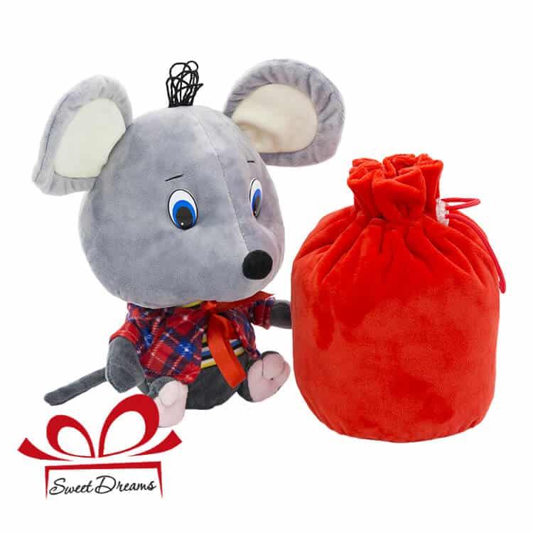 фото мышонок Руфи с мешочком конфет